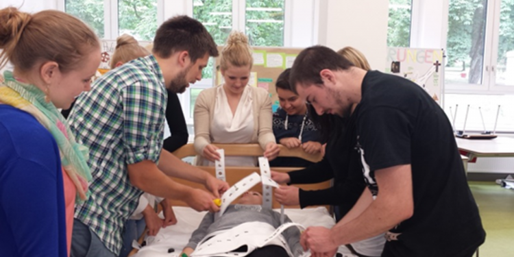 """""""Fixierung"""" als Thema in der Vitos Schule für Gesundheitsberufe Oberhessen"""