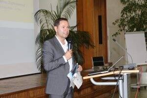 Prof. Dr. Arno Elmer spricht über die Digitalisierung im Gesundheitswesen