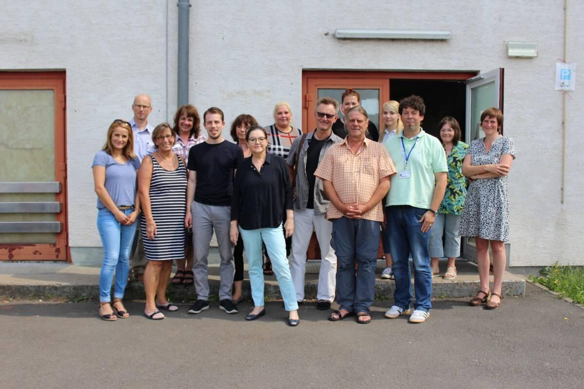 Gruppenfoto von der Besichtigung der Erstaufnahmeeinrichtung