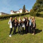 Strahlende Gesichter bei den sieben Absolventinnen der Vitos Schule für Gesundheitsberufe Rheingau