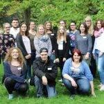 18 neue Azubis freuen sich auf lehrreiche Jahre bei der Vitos Schule für Gesundheitsberufe Mittelhessen am Standort Herborn