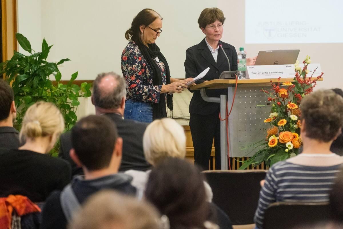 Prof. Dr. Britta Bannenberg und Dr. Petra Bauer sprachen über Risikokriterien für Amoktaten junger und erwachsener Täter
