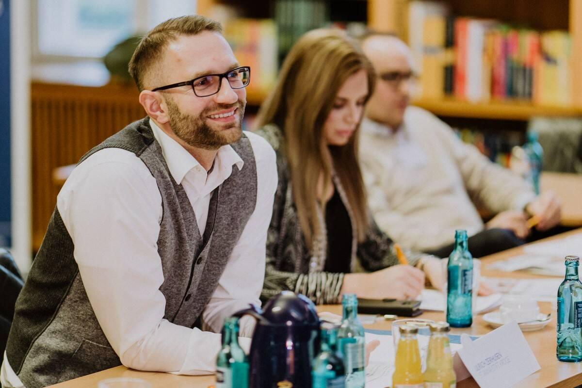 Die Jury stellte allen Teilnehmern Fragen auf deutsch und englisch
